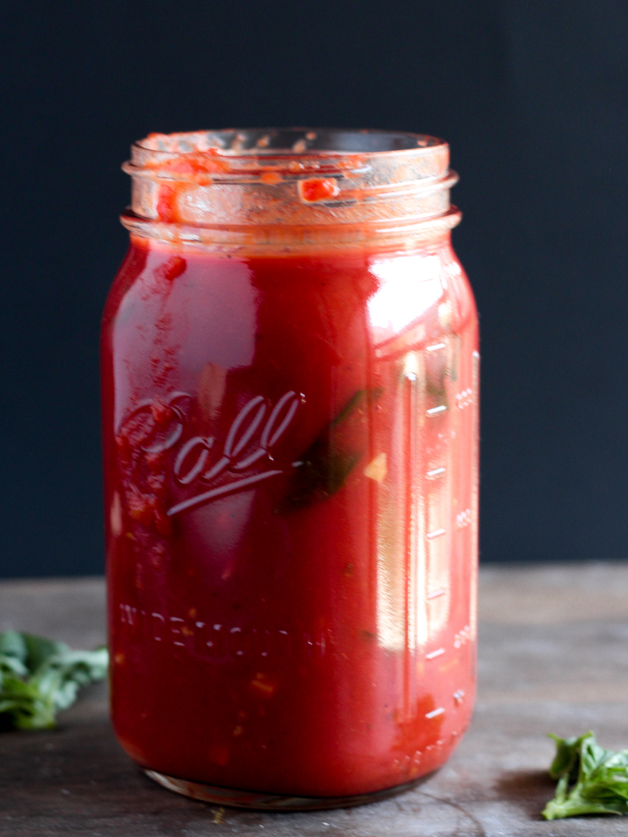 EASY 30-Minute Vegan Tomato Sauce