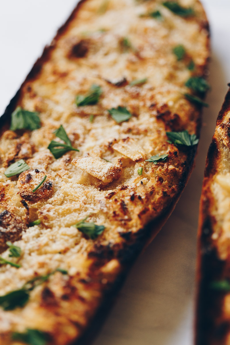 Vegan Roasted Garlic Bread by Pasta-based.